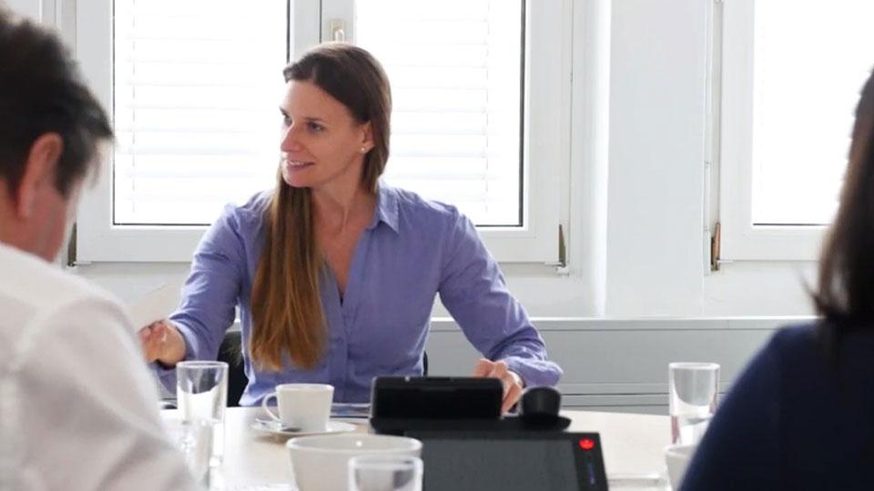 Thumbnail Whatchado Video Cornelia Buchschachner. Leitung Personalmanagement.